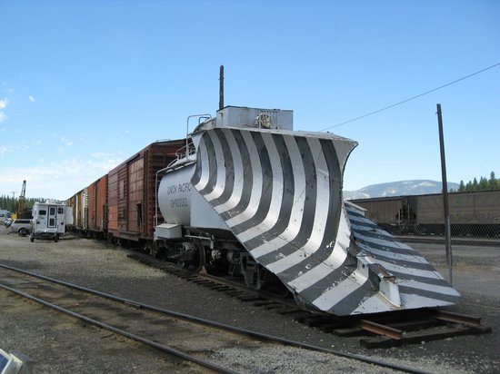 Western Pacific Railroad Museum: WPRR Museum - Snowplowing locomotive