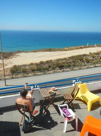 The Wave Beach 'n' Surf Hostel: Lunch on the balcony!