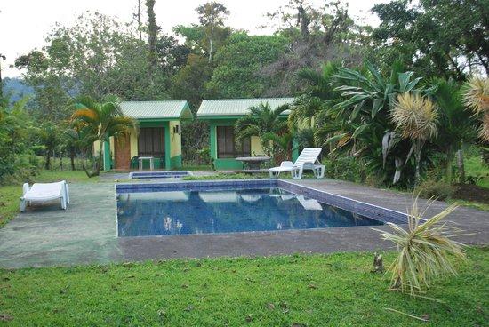 Cabinas Lumbres Del Arenal: Pool