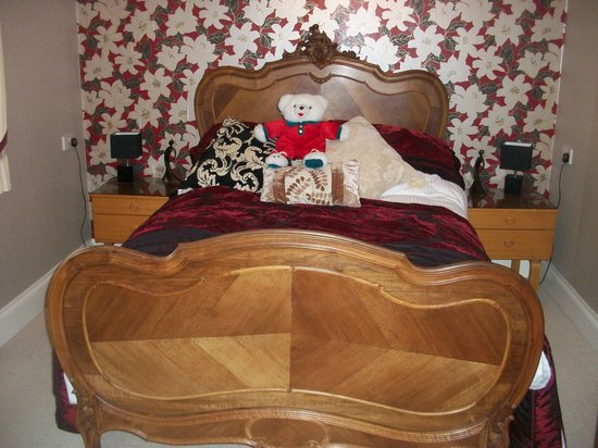 Lavender House Hotel: Very nice bed frame