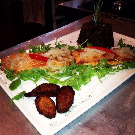 A Touch of Cuba Restaurant : Mahi mahi a la plancha increíble es comida Gourmet