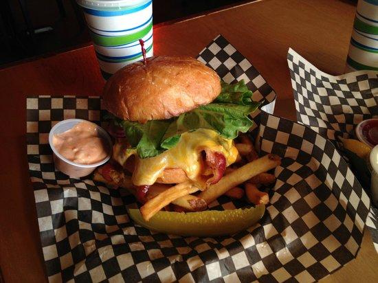 Bennett's Fish Shack : Bacon Cheeseburger