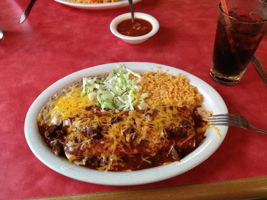Las Maracas Mexican Restaurant : Chile Colorado Burrito