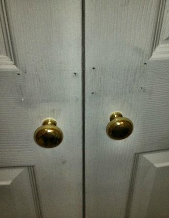 La Quinta Inn & Suites Ft. Lauderdale Plantation : No locks on the dirty bathroom door!