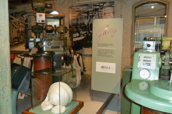 National Wool Museum: Gilling machine which draws out and evens up the wool fibers.