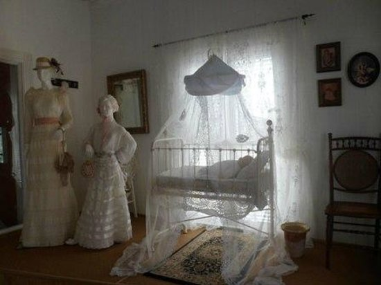 Casa Museo General Gregorio Luperón: Room in museum depicting Luperon's early life.