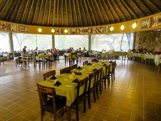 Tarangire Safari Lodge: The dinning room.