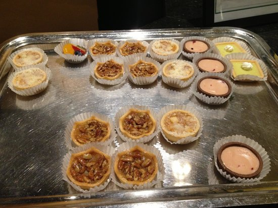 Bourbon Orleans Hotel: Pastries at Check In
