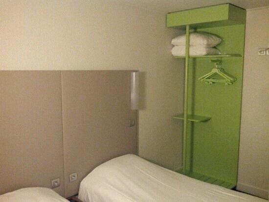Campanile Paris Ouest - Nanterre - La Defense: Clean, tidy rooms.