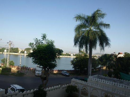 Hotel Swaroop Vilas: Vista do apartamento- Lago Swaroop