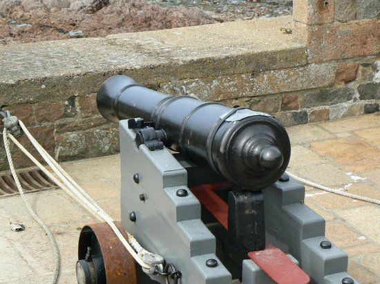 Elizabeth Castle: The Cannon fired at Noon