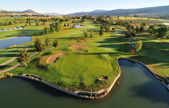Kelowna Springs Golf Club: Hole 4 - a great par 3.