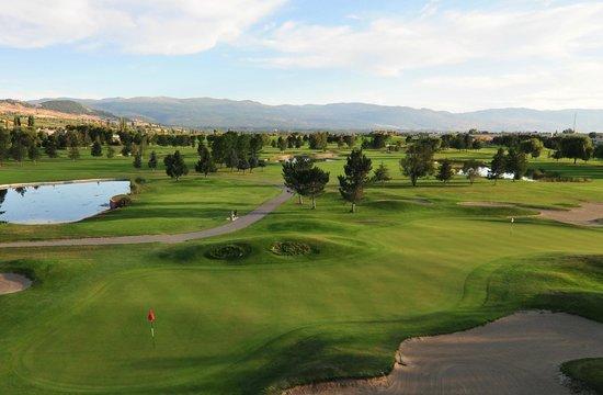 Kelowna Springs Golf Club: 13 & 15 double green