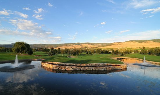 Kelowna Springs Golf Club: The view from the Legends Classic Grill in the Clubhouse.