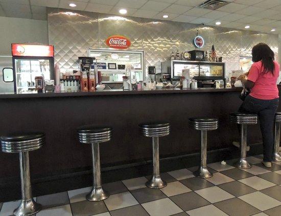 Wally's Restaurant: Counter