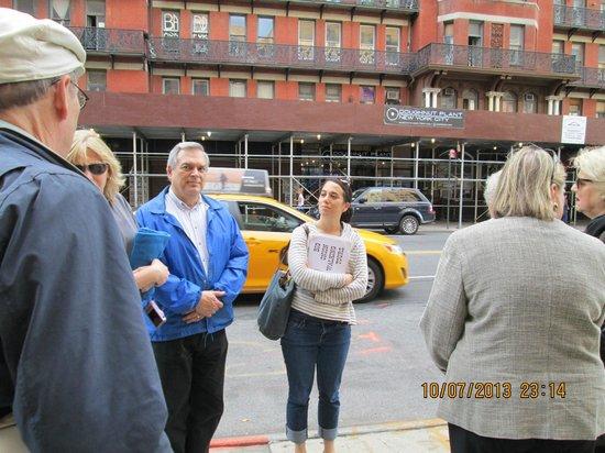 Big Onion Walking Tours: Susan our graduate of history tour guide- excellent!