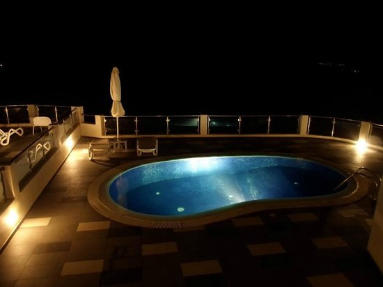 Petit Palace Suites Hotel: Private pool with your petit mason