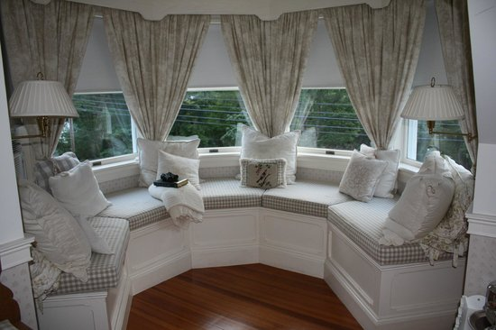 A Little Dream: Loved this window seat with bay view!