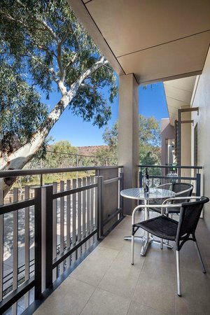 Quest Alice Springs: 1, 2 & 3 bedroom apartment balcony