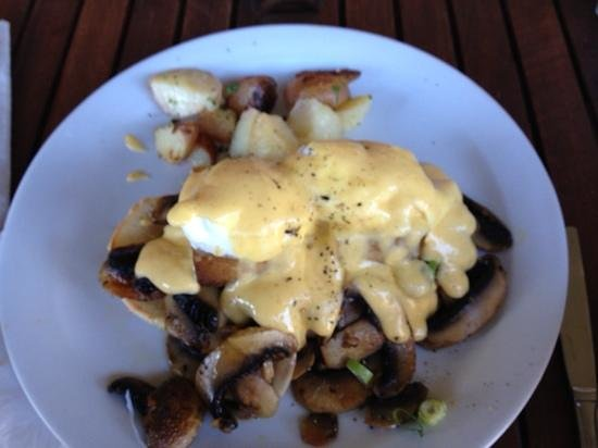 The Lillipad Cafe: Marinated Tofu Egg Benedict