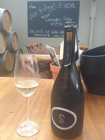 Vidal Estate Winery Restaurant: Highly recommend the S-Series bubbly!