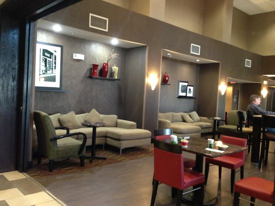Hampton Inn & Suites Lebanon: Breakfast room/lobby