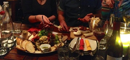 Deliciosa Tapas & Wine: Huge platters with a sumptuous selection of antipasto