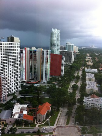 Four Seasons Hotel Miami: The View Great... even on a rainy afternoon