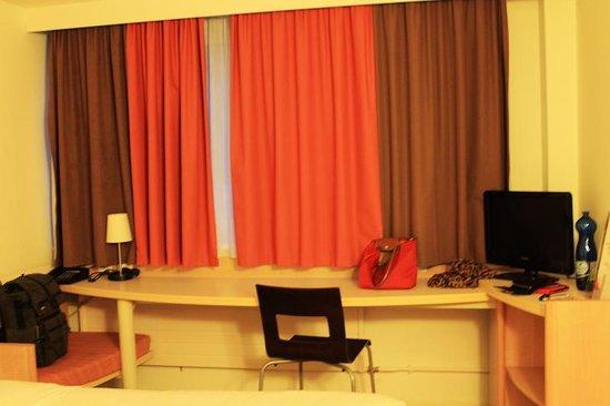 Ibis Zürich Adliswil: Room