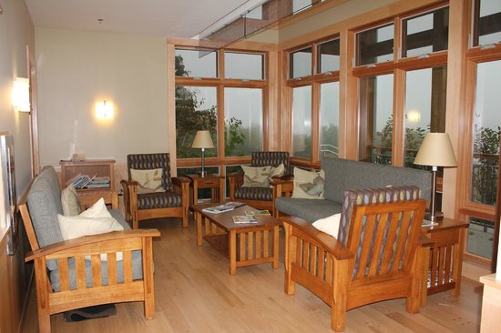 Nature Inn at Bald Eagle: Several common areas provide lots of options for hanging out