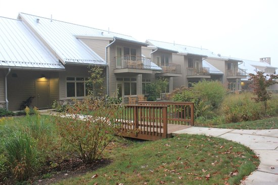 Nature Inn at Bald Eagle: Woodside rooms have lovely view and landscaping