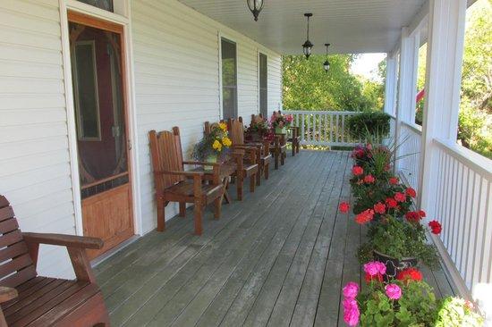 The Queen's Inn : Porch