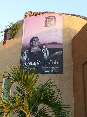 Puerta Vieja  Restaurant: the lead singer and show stopper