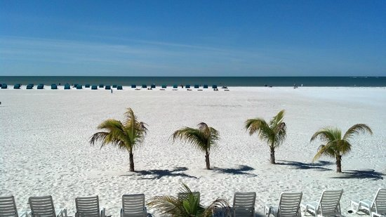 Outrigger Tiki Bar and Deckside Cafe: Ft. Myers Beach from OutRigger Tiki Bar