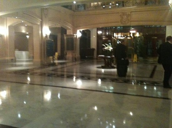 Fort Garry Hotel: Empty Lobby