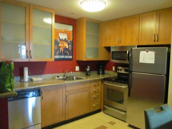 Residence Inn Dover: Kitchen area