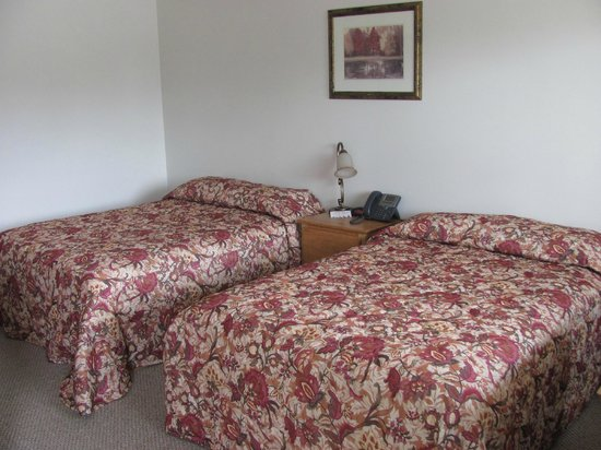 Moosehead Trail Motor Lodge: Two Double Size Beds