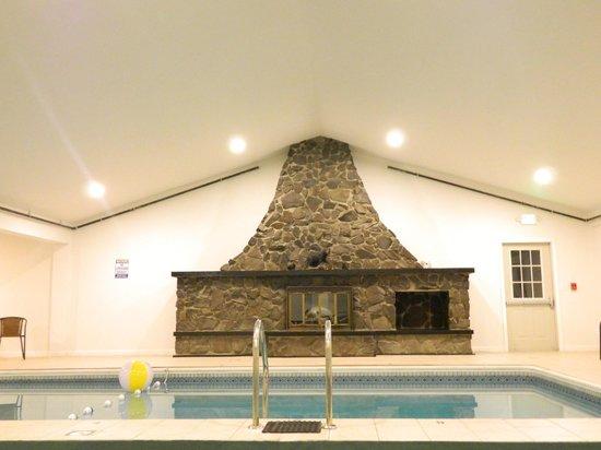 Moosehead Trail Motor Lodge : Fire Place in Pool Area