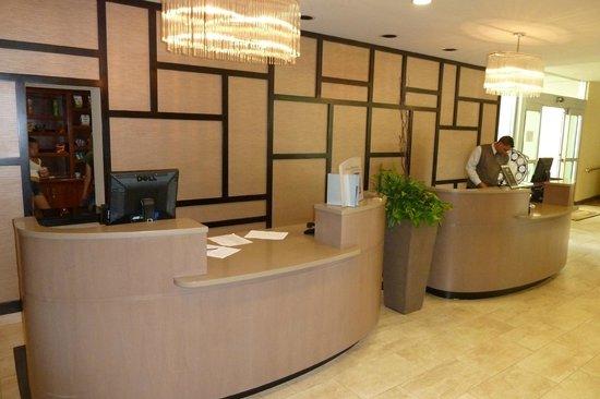 Sheraton Pleasanton Hotel: front desk area