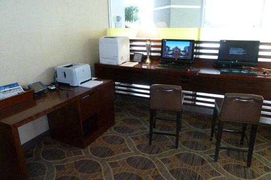 Sheraton Pleasanton Hotel: business center