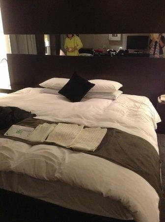 Hotel Nikko Osaka: Comfy and huge bed =)