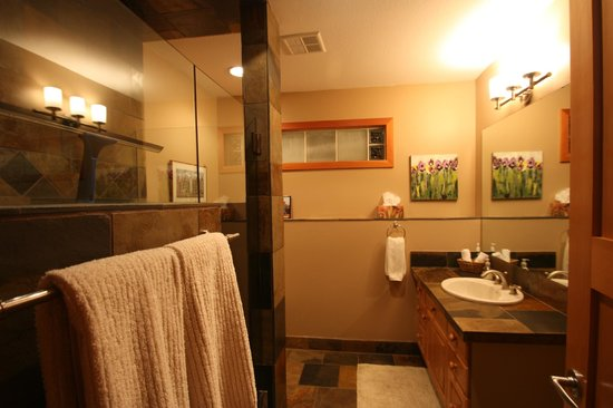 Mountain Lily Bed & Breakfast : Gorgeous bathroom