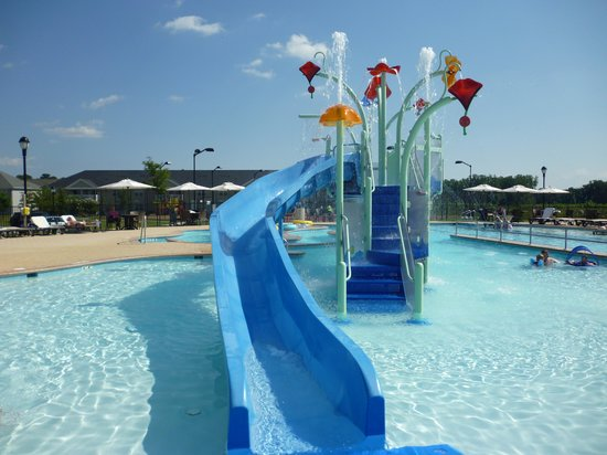 The Colonies at Williamsburg Resort: Water Slide