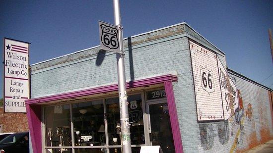 Route 66 Historic District: Lots of little shops