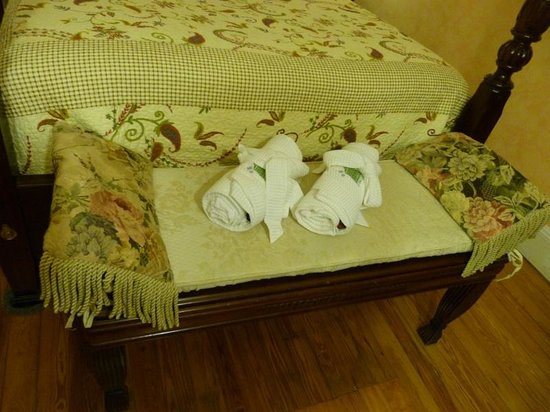 Kingston House B&B : Robes for us in Palmetto Suite