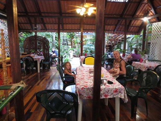 Eco-Hotel El Rey Del Caribe: My daughter and great granddaughters at breakfast