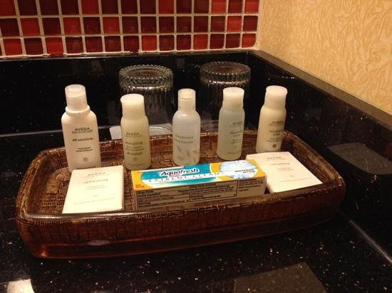 Renaissance Montgomery Hotel & Spa at the Convention Center: bath amenities