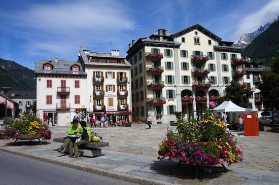 Hotel Le Chamonix : Hotel and its surrounding area