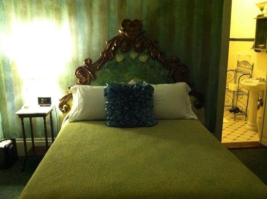 Auld Sweet Olive Bed and Breakfast: magnolia suite