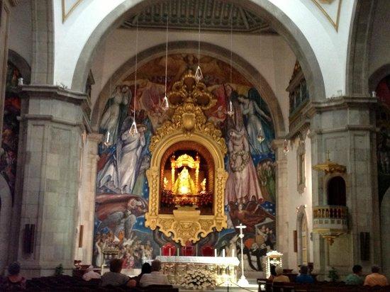 Basílica de Nuestra Señora de la Candelaria: The interior